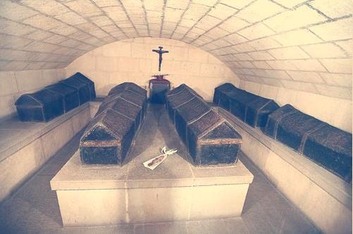 Féretros recubiertos de plomo de los Reyes Católicos